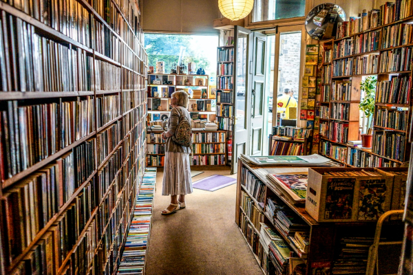 Bookstores in Edinburgh – 6 Magical Escapes for Book Lovers