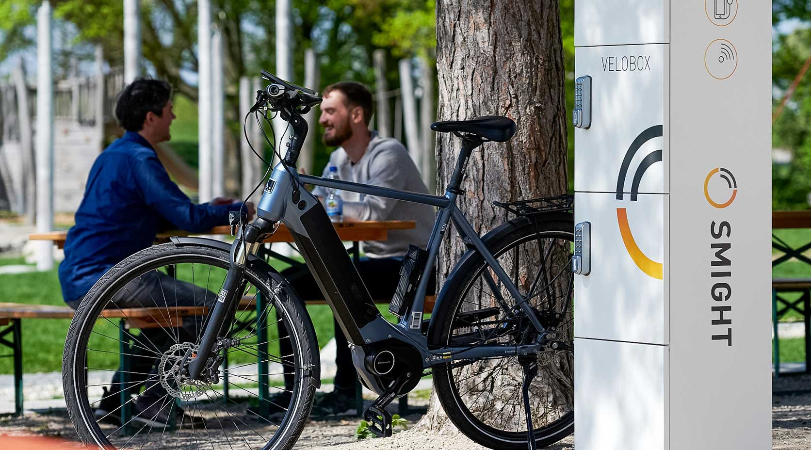 E-Bike lädt an Velobox
