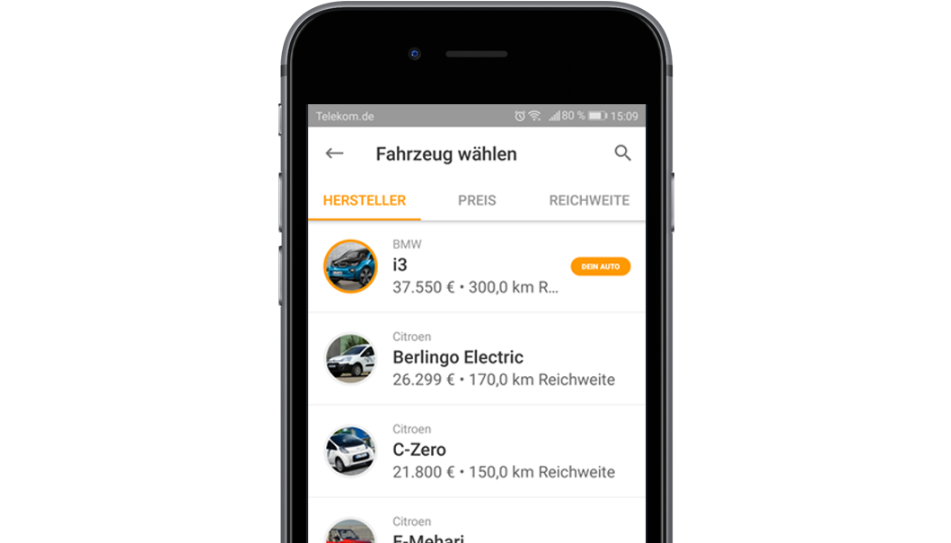Handy mit Screen der EnBW mobility+ App: Funktion Fahrsimulation