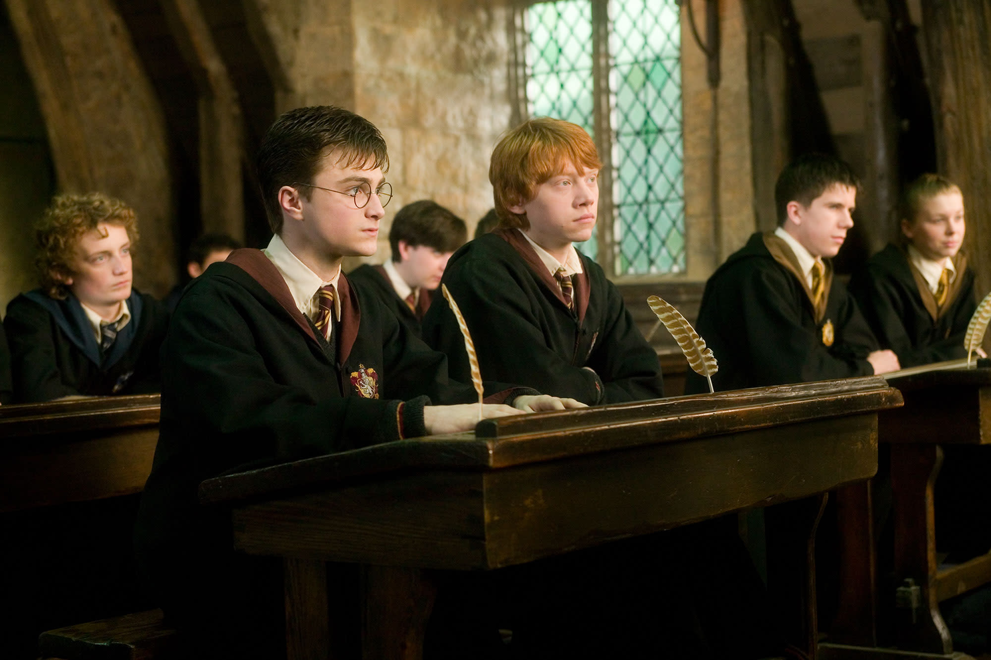 wb-hp-order-of-the-phoenix-harry-ron-at-class