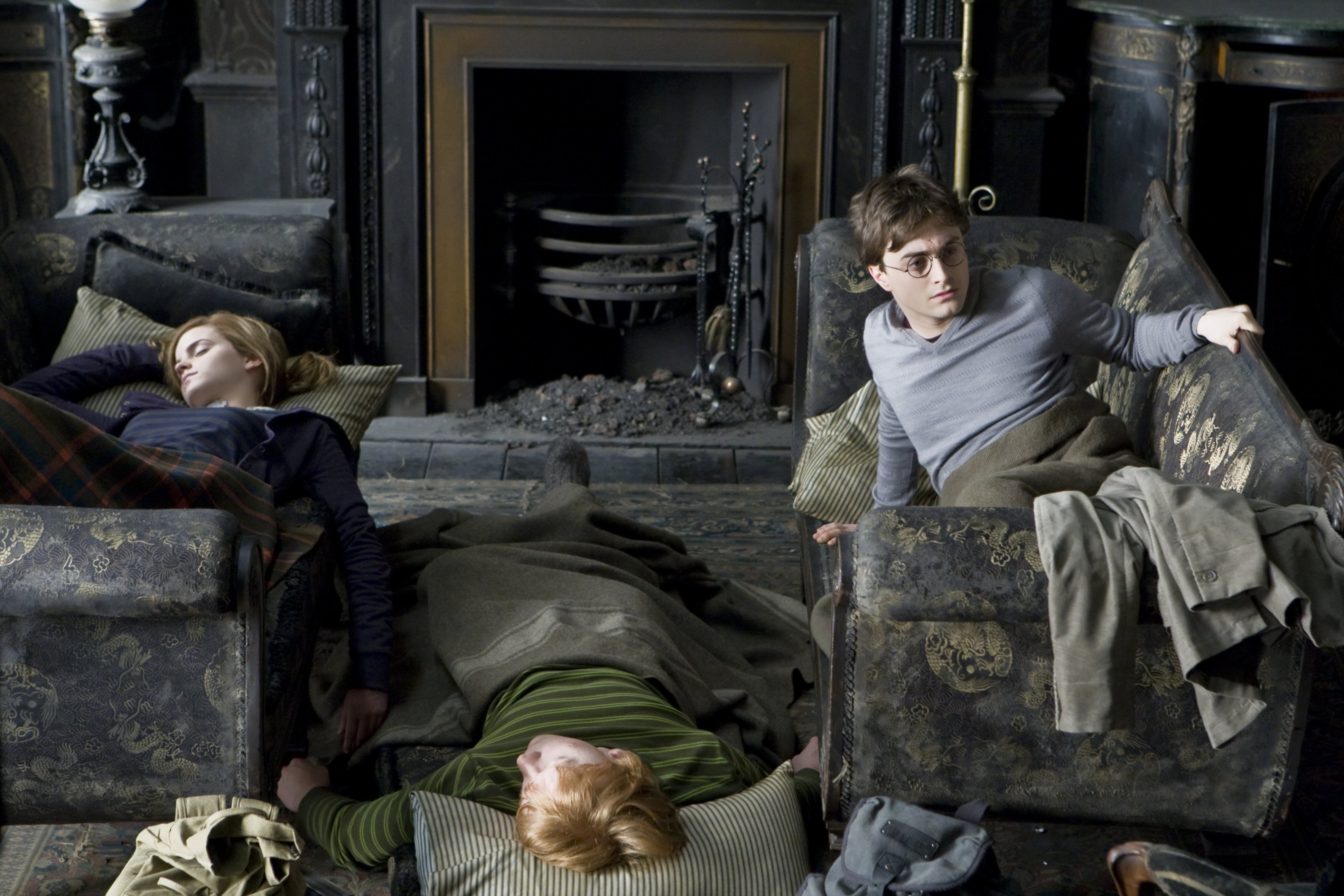 WB F7 Grimmauld Place Harry wakes up