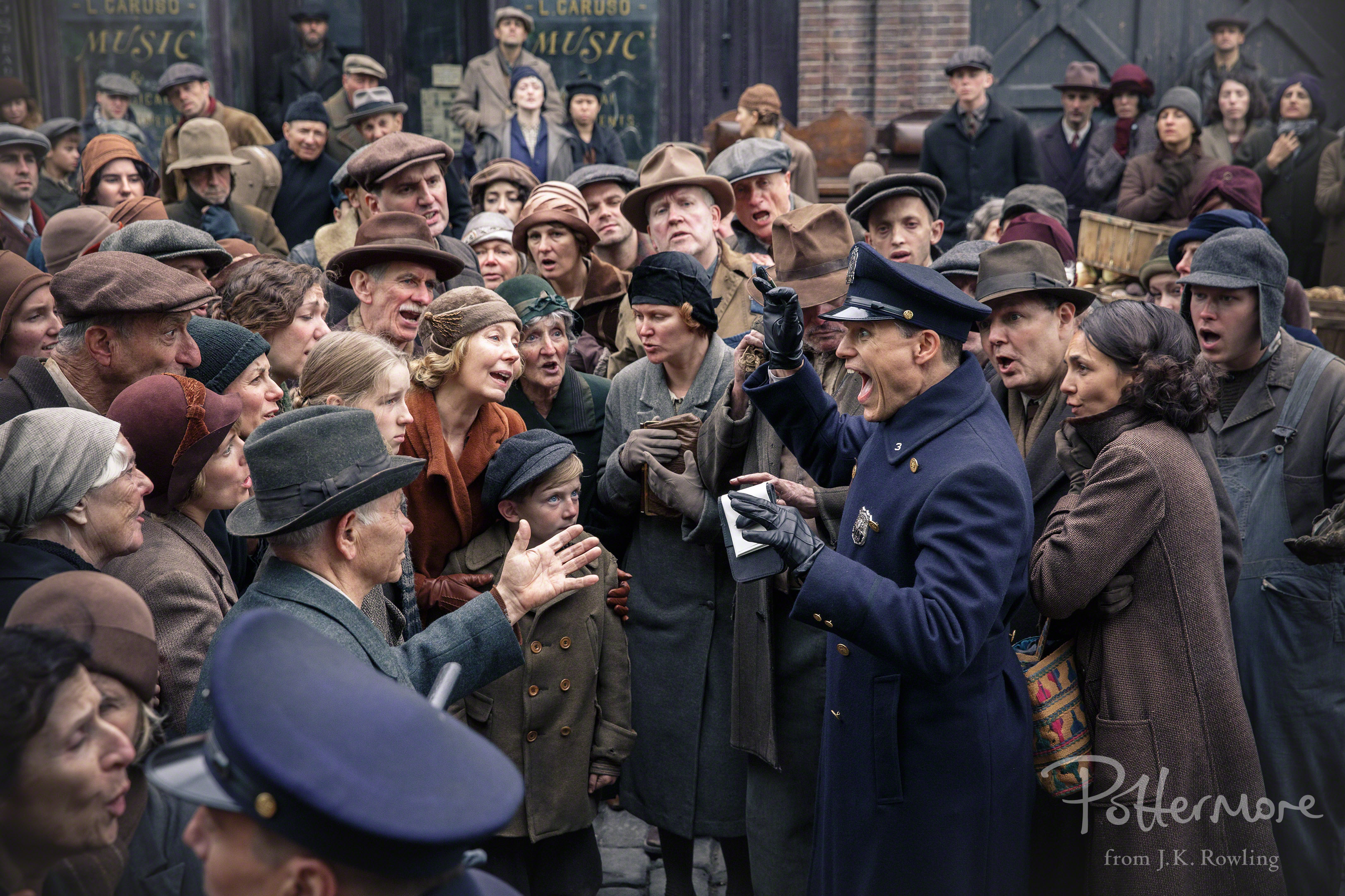 Extras on the set of Fantastic Beasts and Where to Find Them