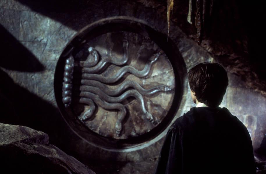 HP-F2-camera-dei-segreti-porta-d'ingresso-serpenti-lingua di serpente-harry-web-paesaggio