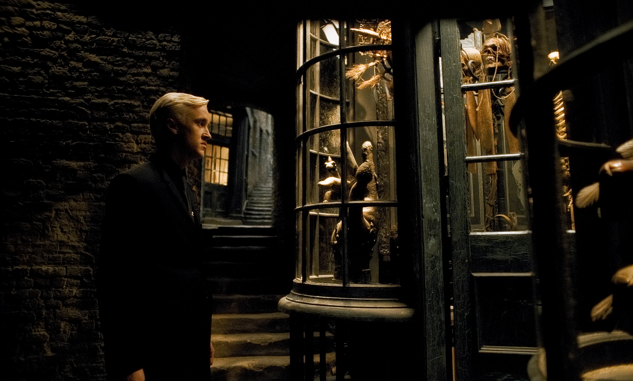 Did you notice these easter eggs from Borgin and Burkes that became  important later on? | Wizarding World