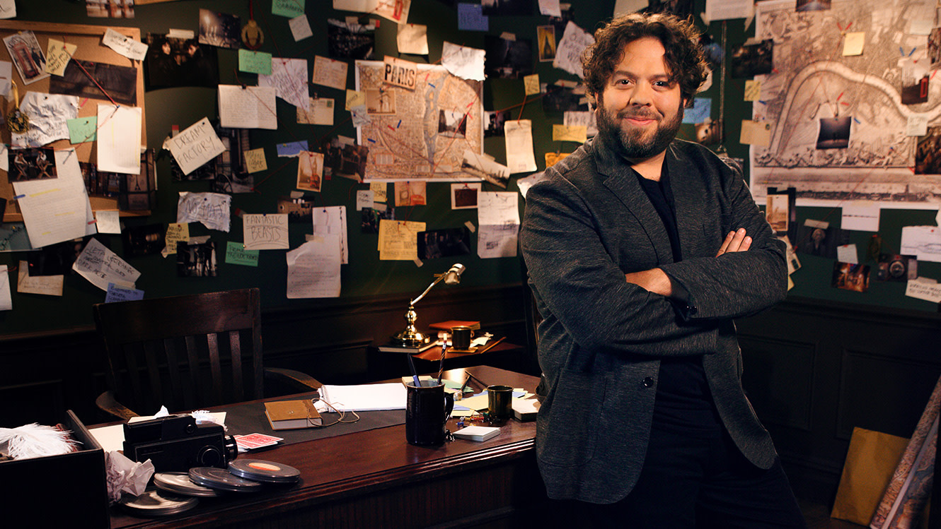 Dan Fogler narrator of Fantastic Beasts: The Crimes of Grindelwald – Makers, Mysteries and Magic