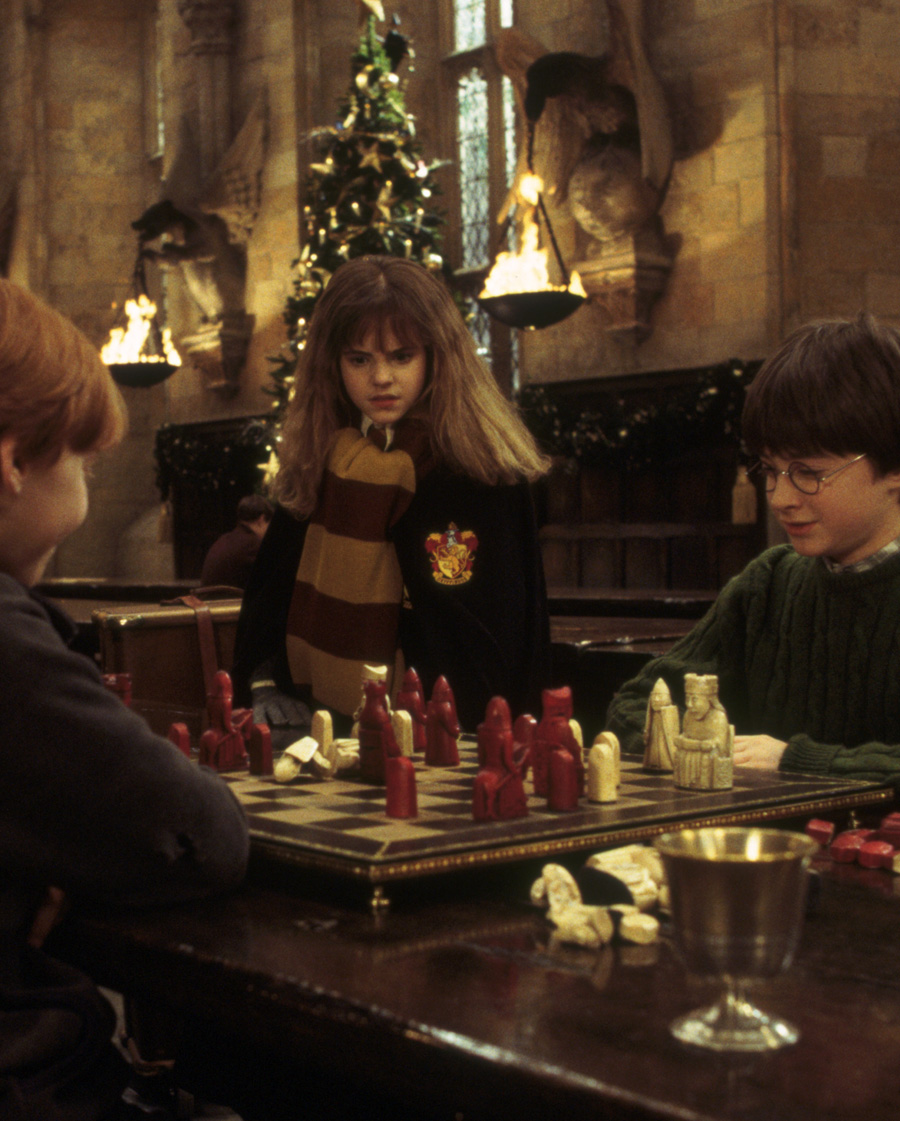 HP-F1-harry-ron-hermione-christmas-chess