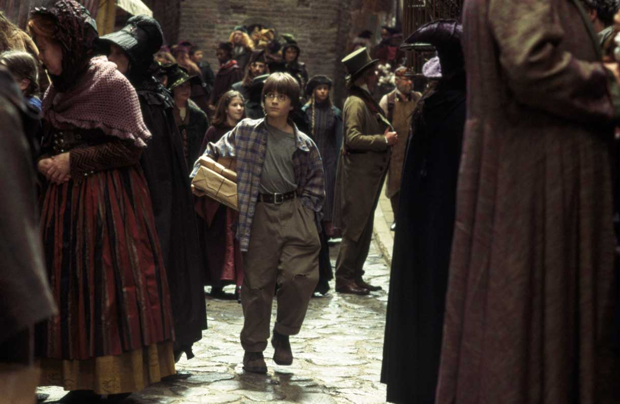 WB HP1 philosophers-stone-diagon-alley-harry