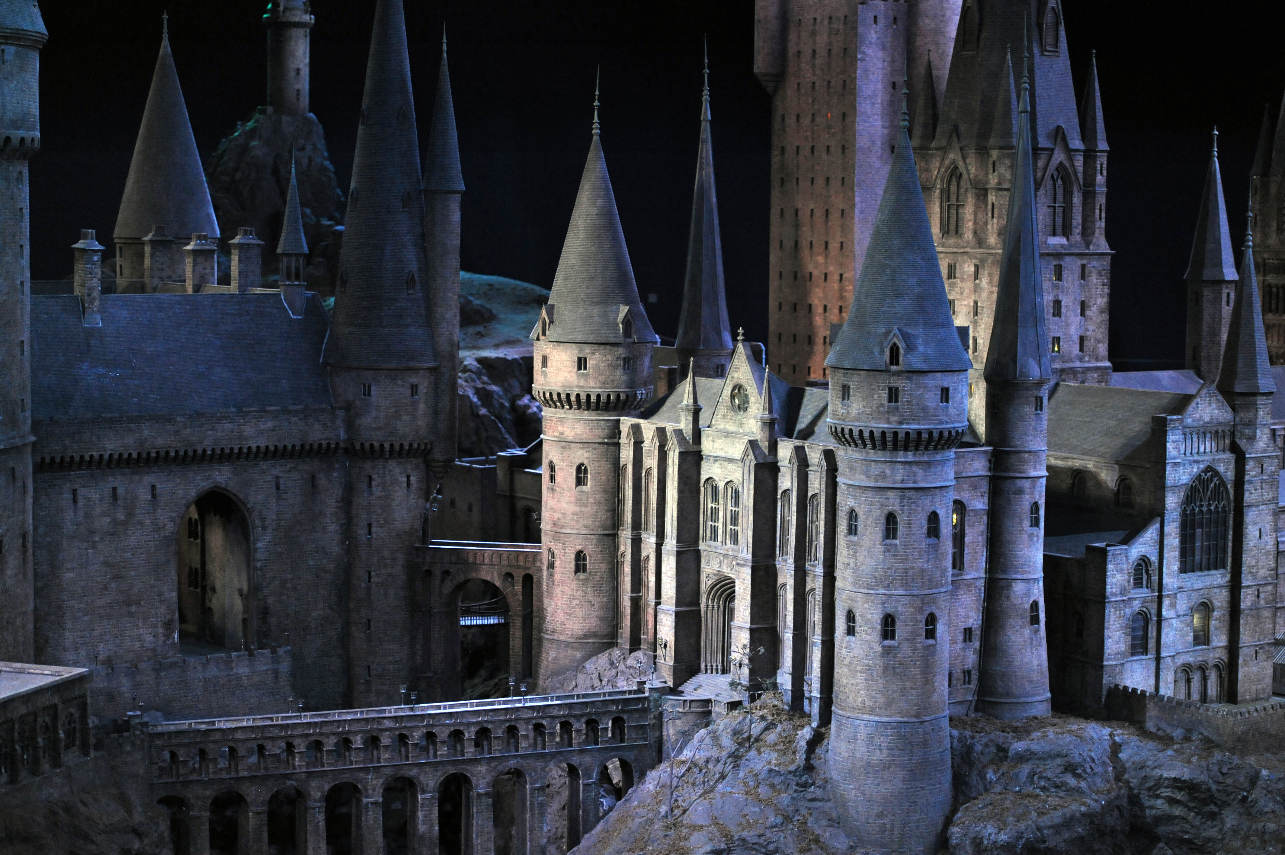 WBSTL Hogwarts model castle