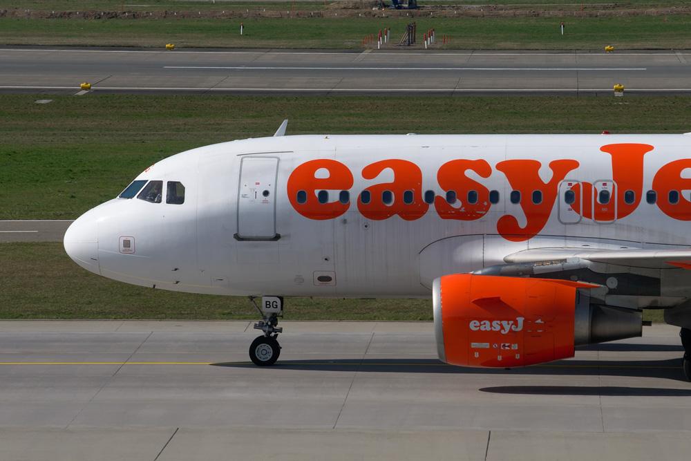 easyjet plane - easyjet flight delay compensation