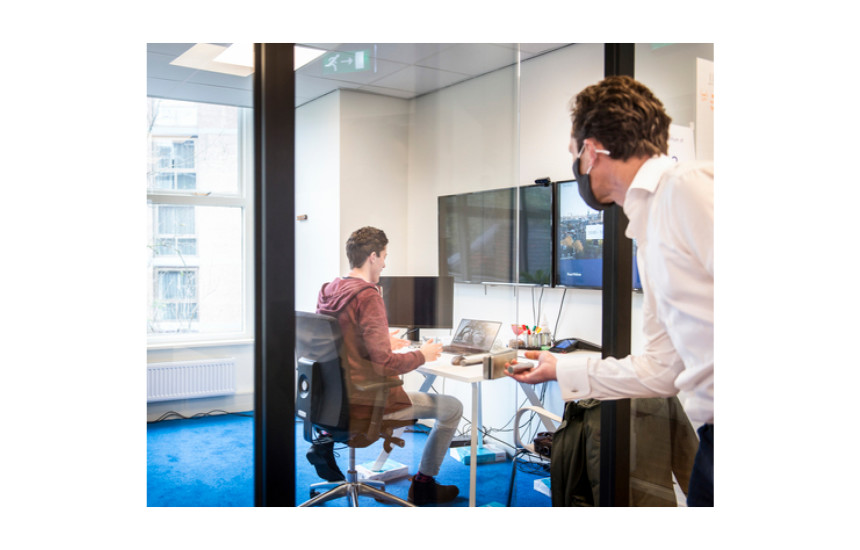 Jesse having a 'wow' moment at Fourthline's Amsterdam offices