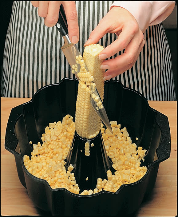 Tips-Mess-Free-Way-to-Remove-Corn-From-the-Cob