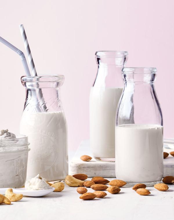 Homemade Almond-Vanilla Milk