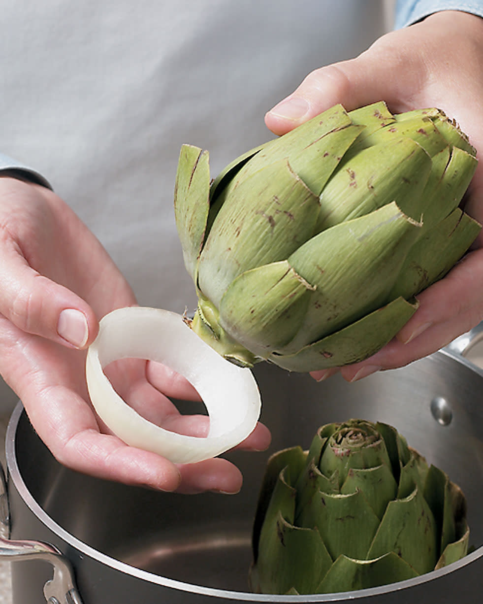 Tips-Easy-Artichoke-Holders-for-Steaming
