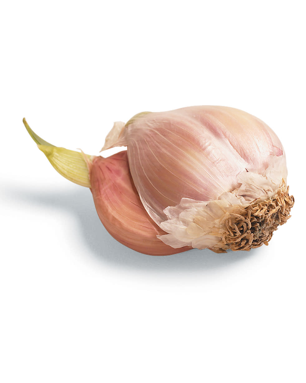 Tips-Remove-Germ-from-Garlic-to-Improve-Flavor