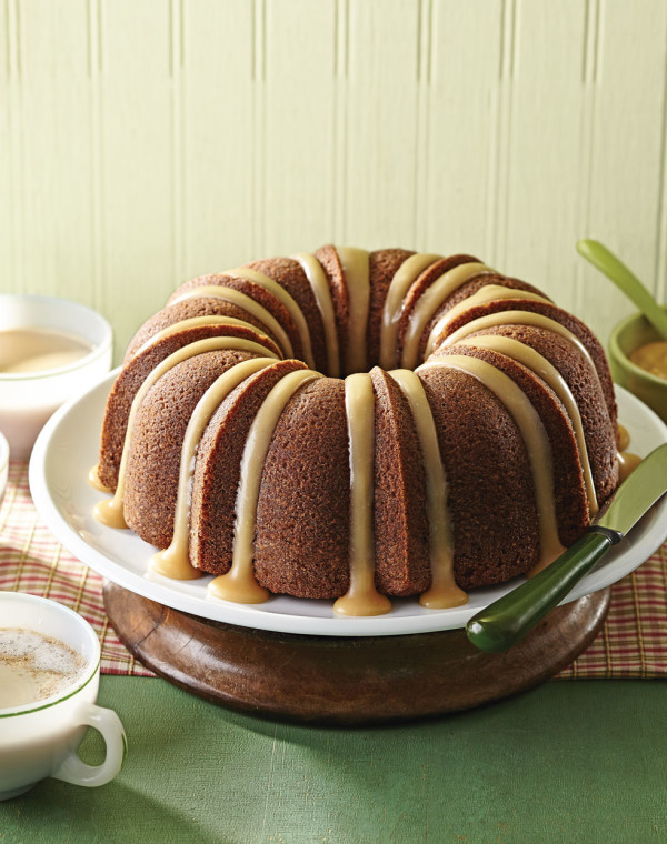 Applesauce Bundt Cake with Apple Cider Glaze