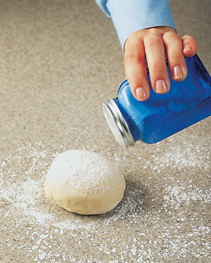 Tips-DIY-Flour-Shaker-for-Baking