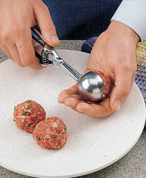 Tips-How-to-Shape-Perfect-Meatballs