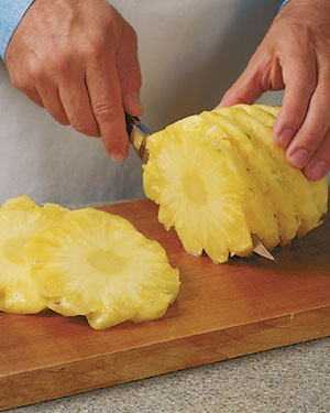 Tips-How-to-Cut-a-Pineapple4