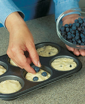 Tips-How-to-Keep-Berries-from-Sinking-in-Muffins