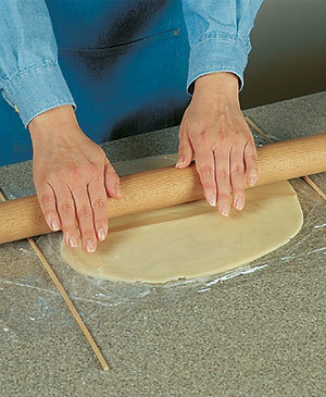 Tips-Use-Dowels-for-Even-Dough-Rolling