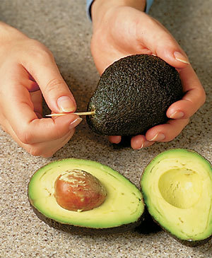 Tips-An-Easy-Way-to-Test-Avocados-for-Ripeness