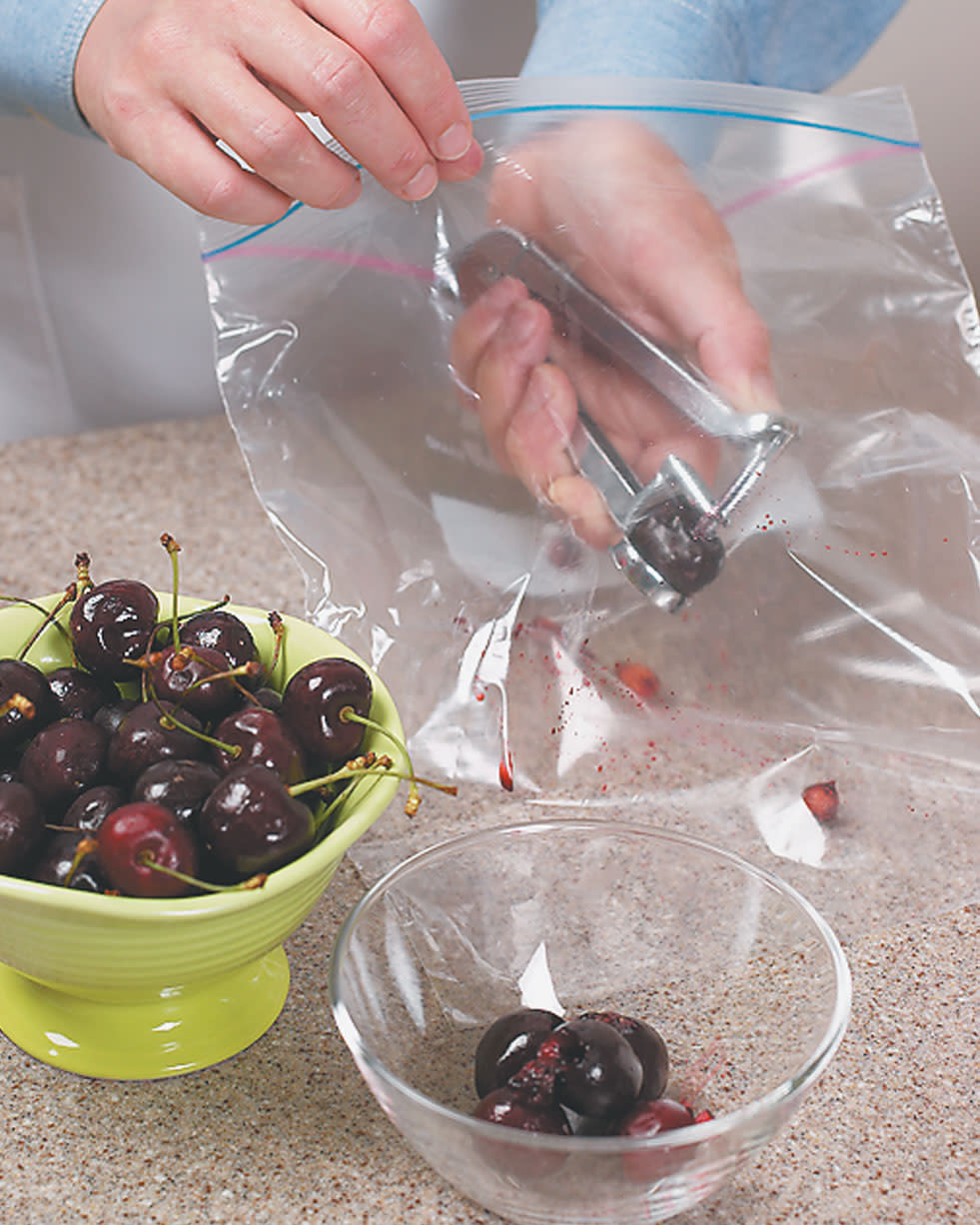 Tips-Splash-Free-Cherry-Pitting