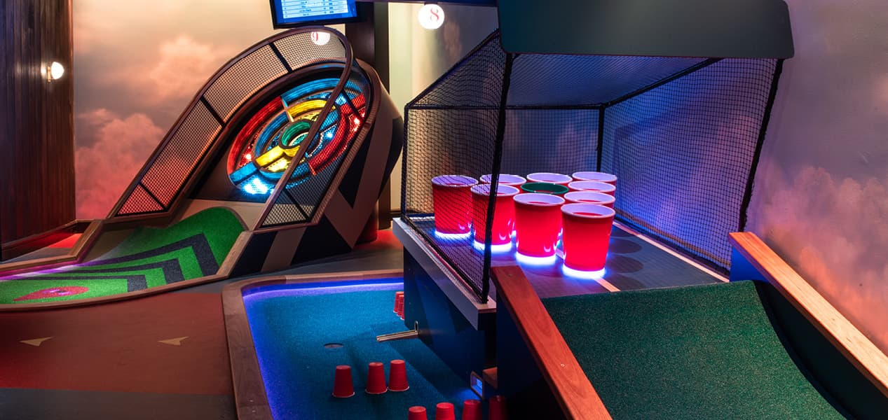 crazy-golf-puttshack-london-bank-beer-pong-course