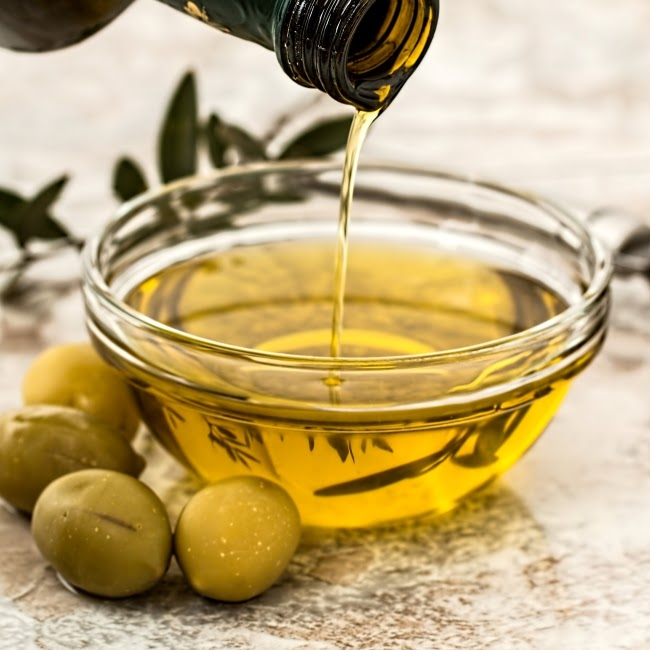 Eggs and olive oil dry hair treatment