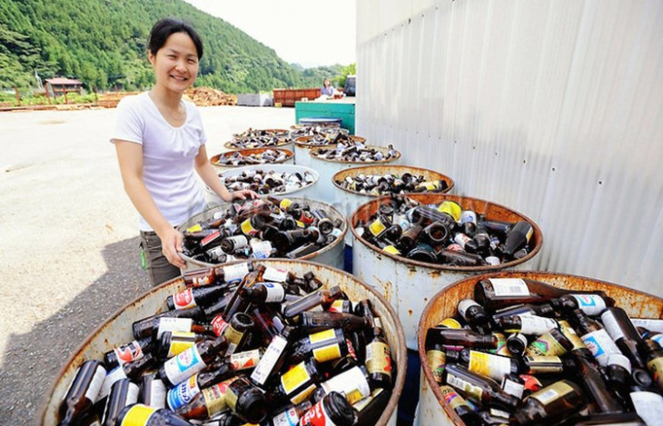 Villagers sort bottles at the 'Zero Waste Academy'