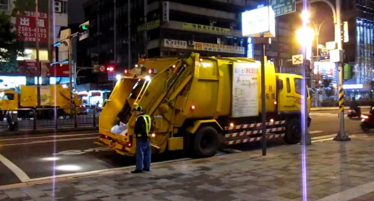Taipei rubbish truck and worker