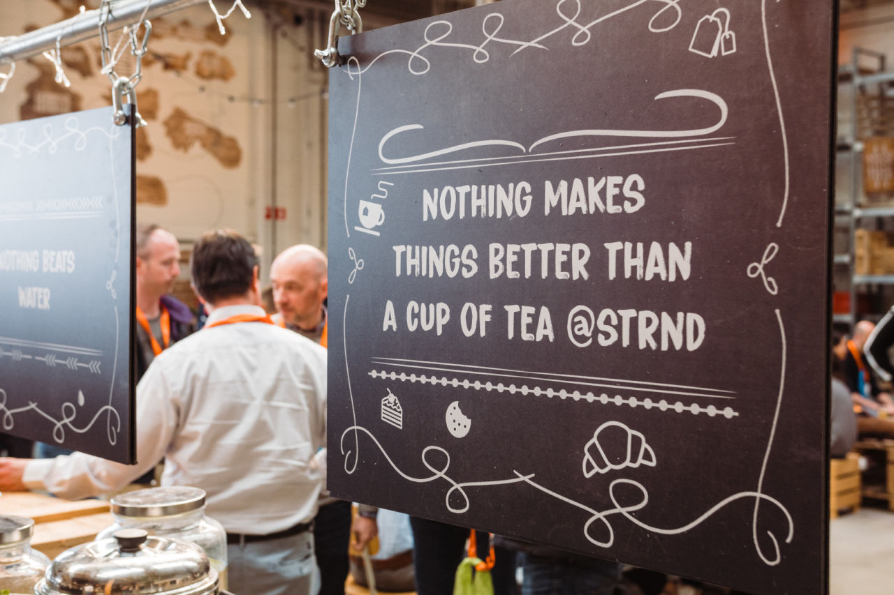 Nothings makes things better than a cup of tea STRND bord signing