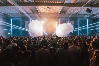 Duikboot festival indoor rook lasers nachtfeest