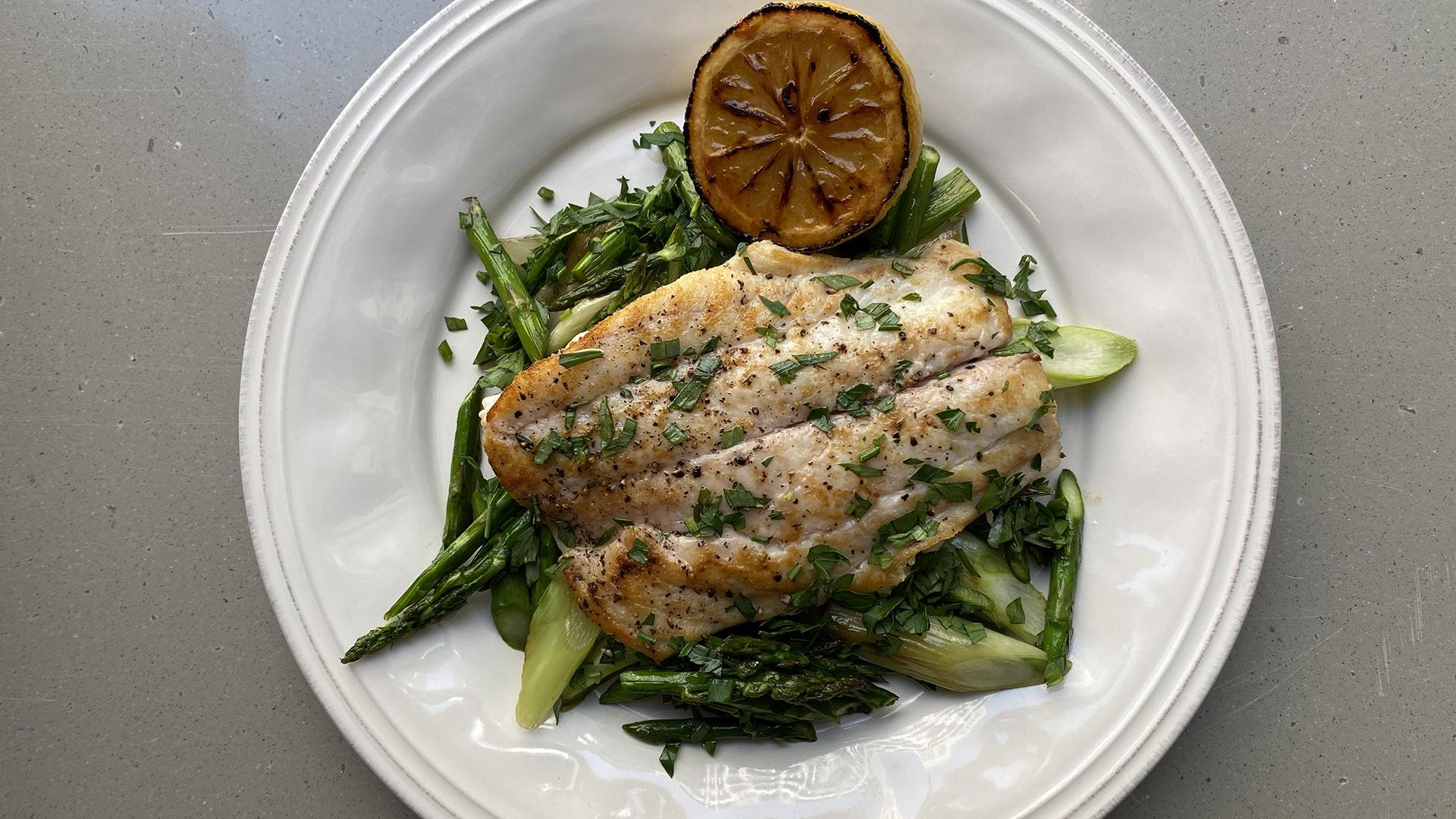 One-Skillet Fish with Asparagus and Green Onions