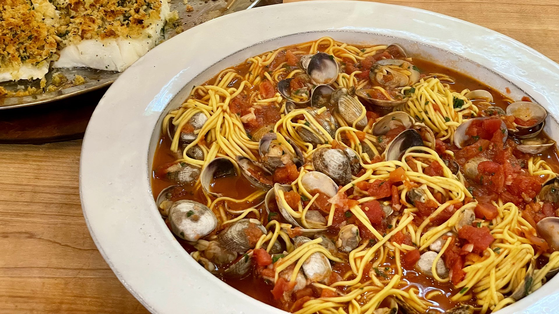 Simple Seafood Lover's Supper: Spaghetti or Linguini with Red Clam Sauce