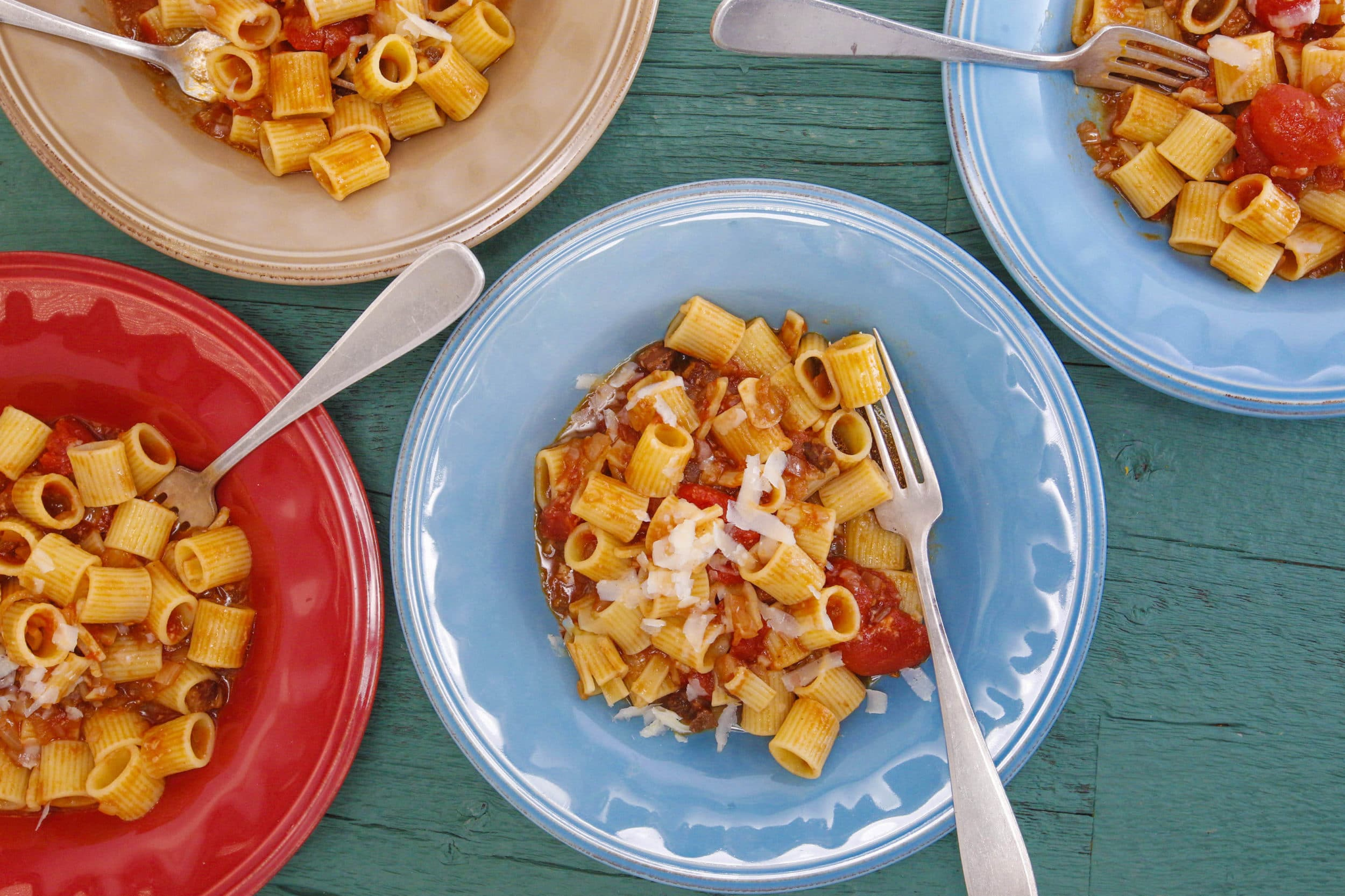 Rigatoni with Bacon, Onion and Balsamic Vinegar (Mezze Rigatoni all'Amatriciana a Modena)