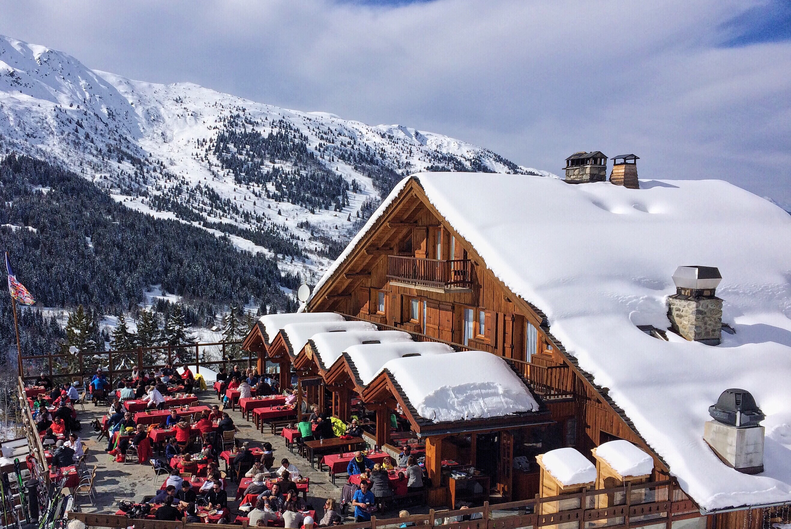 outdoor-party-in-the-ski-resort t20 lWaKow