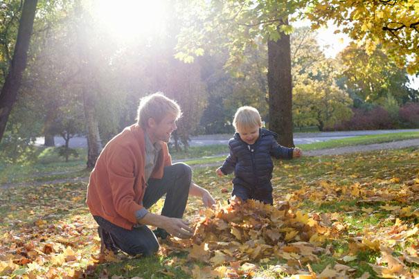 leaf-rubbing-toddler