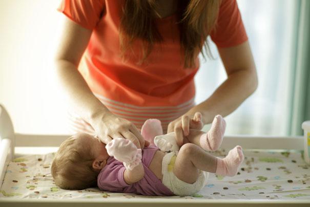 sponge-baths-how-to-sponge-bathe-a-newborn