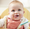 So gewöhnst du dein Baby an feste Nahrung