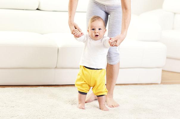 Wie entwickelt sich dein Baby zwischen dem dritten und dem neunten Monat?
