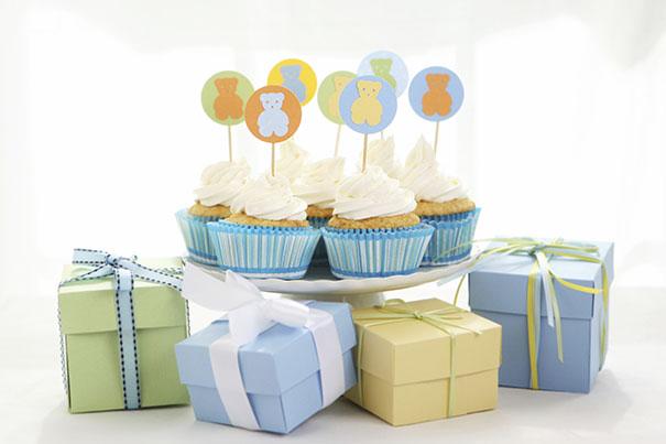 Cupcakes und Geschenke – eine gelungene Babyparty organisieren