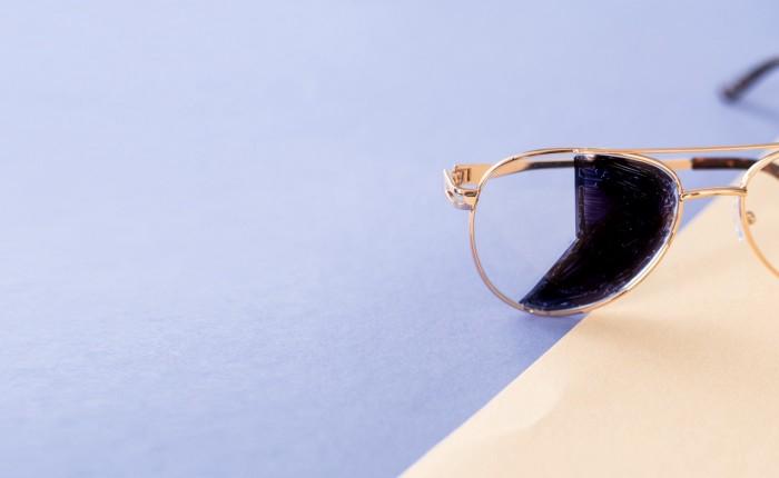 Illustrasjonsbilde av et knust brilleglass