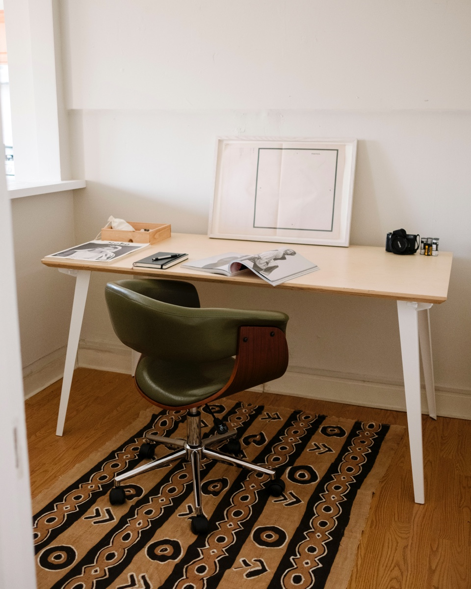 Space for creative work at a Floyd table.