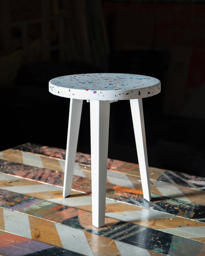 The FLOYD X THING THING Side Table in Cake.