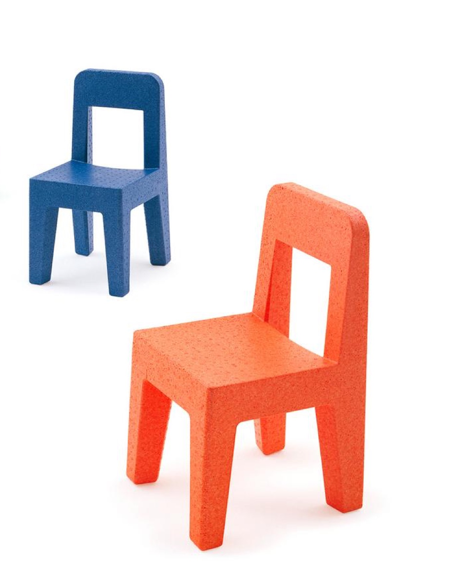 Mari's later commercial work was equally simple — these Seggiolina Pop chairs were produced in 2004.