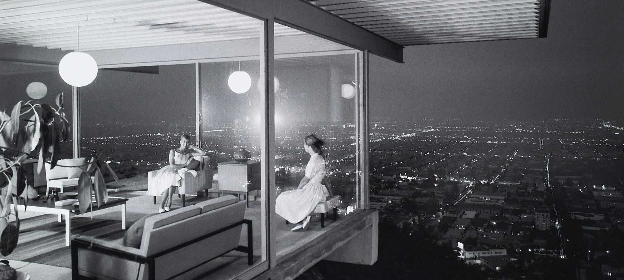 The famous Julius Schulman photograph, taken in 1960, of the Stahl House floating above the Los Angeles Basin. Image via the Getty Research Trust.