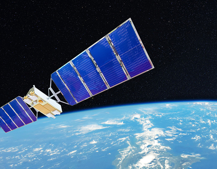 space-satellite-orbiting-earth-870x490.jpg