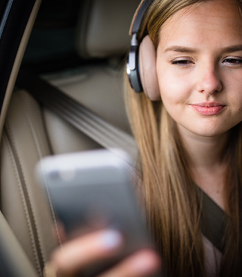 Wireless LAN young-girl-listening-phone-car-870x490