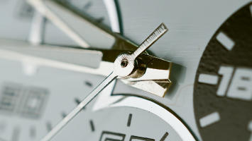 closeup-clock-870x490
