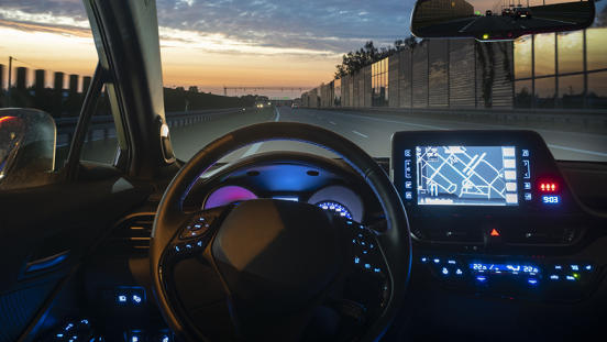 autonomous-car-driving-night-navigation-870x490